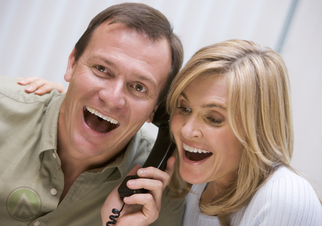 excited-couple-on-the-phone