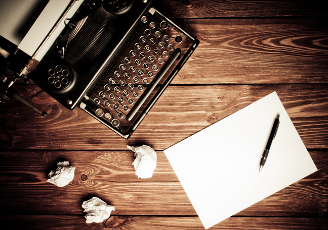 vintage-typewriter-with-pen-paper-crumpled