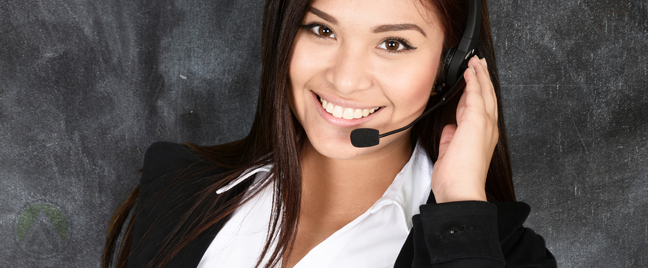 smiling-filipina-call-center-agent