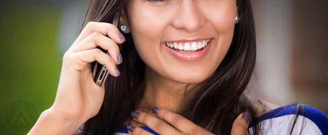 smiling-woman-in-a-phone-call