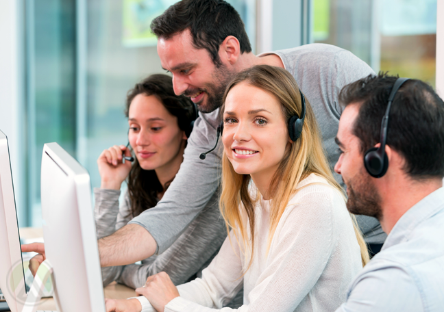 call center leader helping customer support team