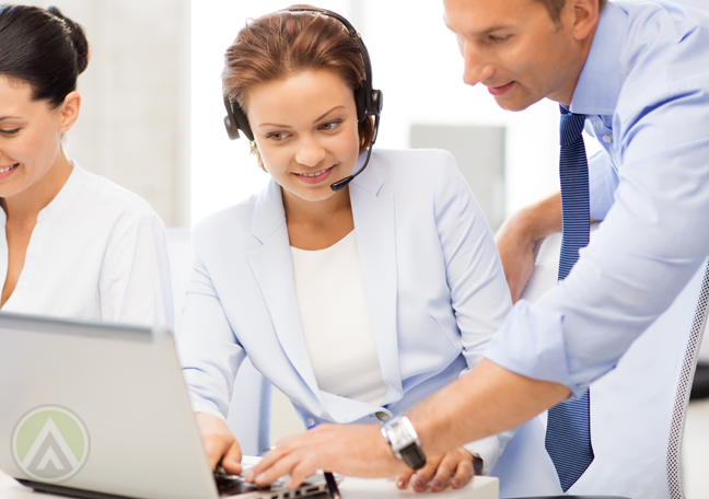 omnichannel call center team leader guiding agent