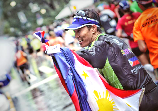Open Access BPO Leo Penas at the finish line of the NYC Marathon with Philippine flag